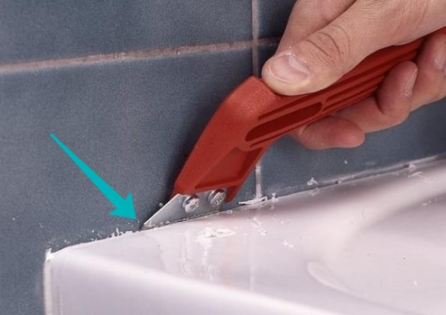 как убрать силикон с плитки в ванной
