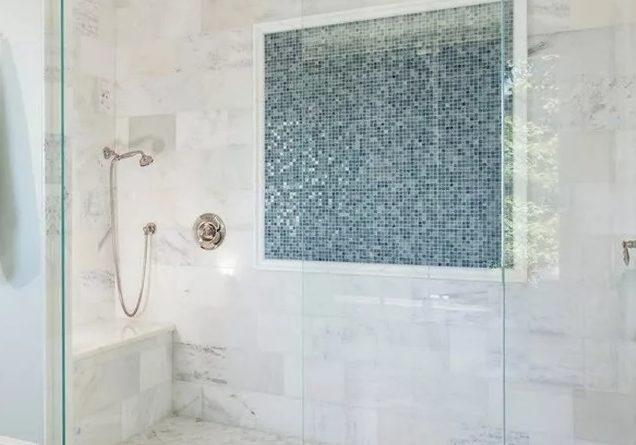 Белая мозаика: фото использования в интерьере