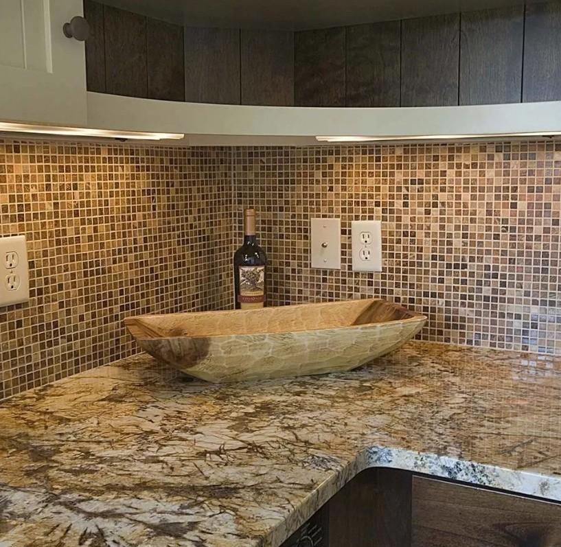 Фото кухонь с черной вытяжкой тан?о ?алъаи